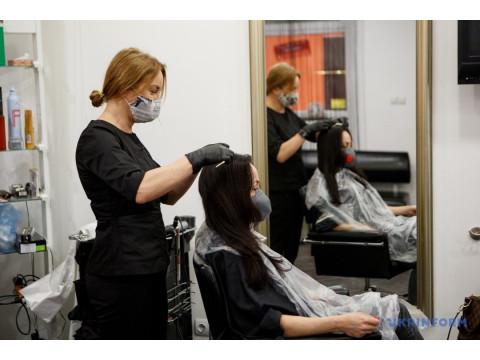 Собянин С.С. дал разрешение начать работу салонам красоты и парикмахерским