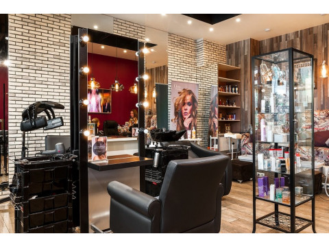 Роспотребнадзор выдвинул свои условия для открытия салонов красоты и парикмахерских